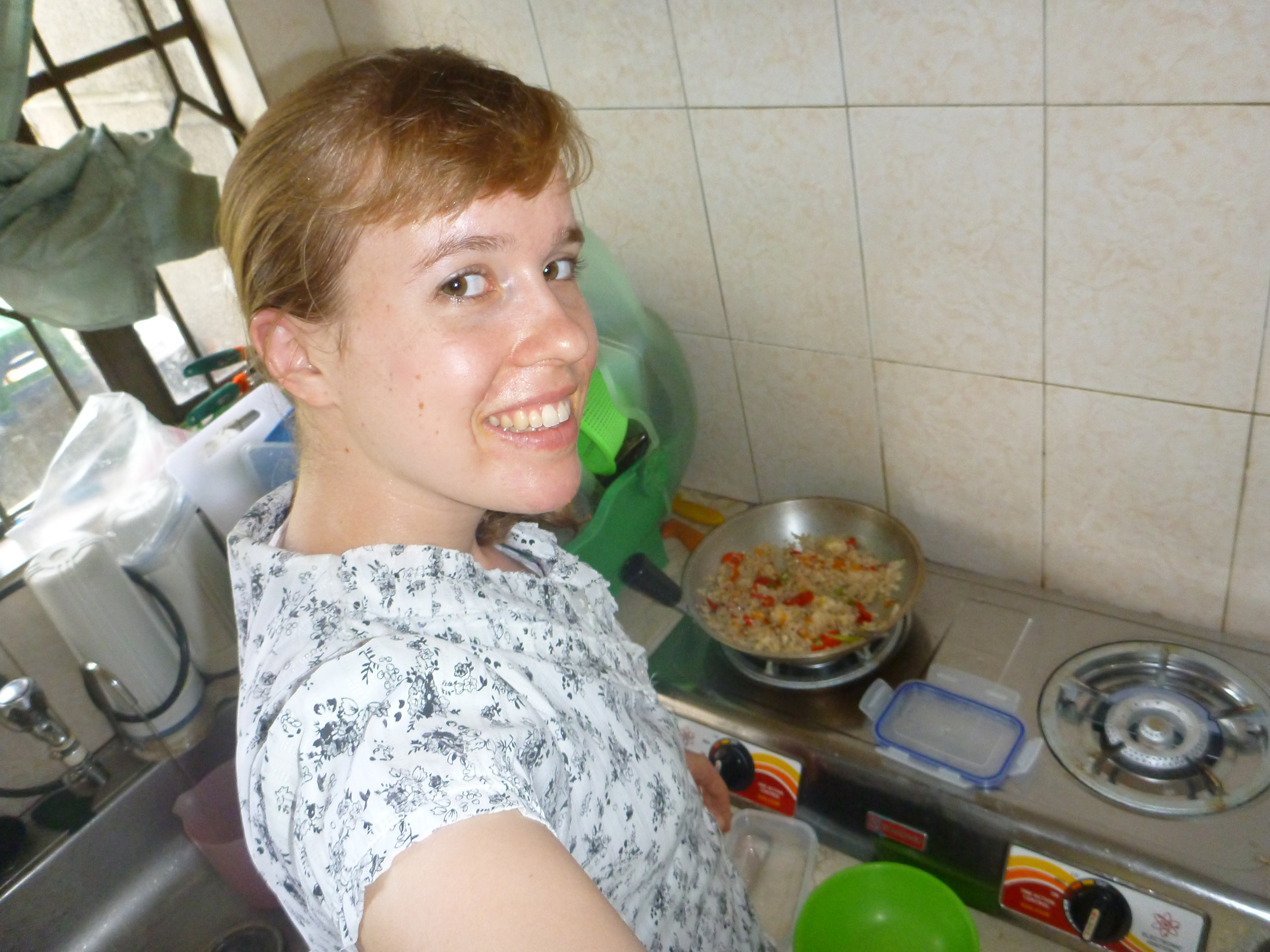 making rice in her appartment